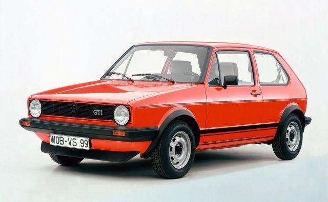 Najbolj zabavnega, a še vedno zelo učinkovitega in uporabnega golfa je javnost prvič videla leta 1975 na frankfurtskem salonu. V prvi generaciji so ga prodali v več kot 450 tisoč primerkih. FOTO: Volkswagen
