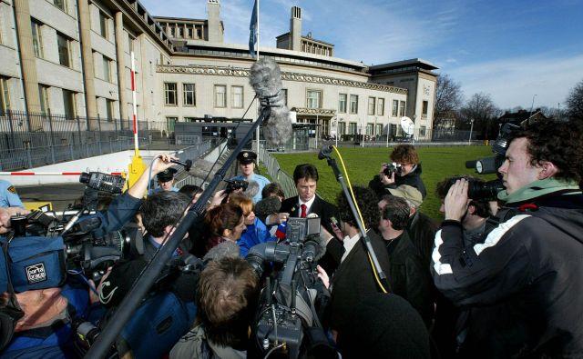 Dragoslav Ognjanović je leta 2002 v Haagu spregovoril za novinarje. Foto Reuters