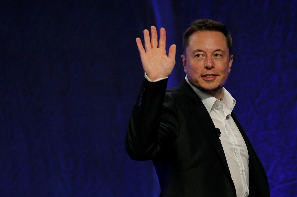 Twitter bo blokiral račun, če boste ime spremenili v Elon Musk