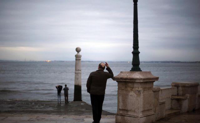 Portugalska vlada si prizadeva, da javnofinančni primanjkljaj v letu 2018 zmanjša pod odstotek bruto domačega proizvoda. FOTO: Rafael Marchante/Reuters