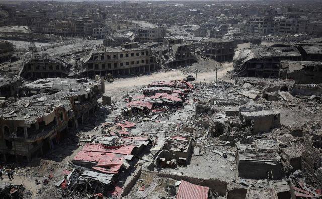 Uničenje v zahodnem Mosulu. FOTO: AFP