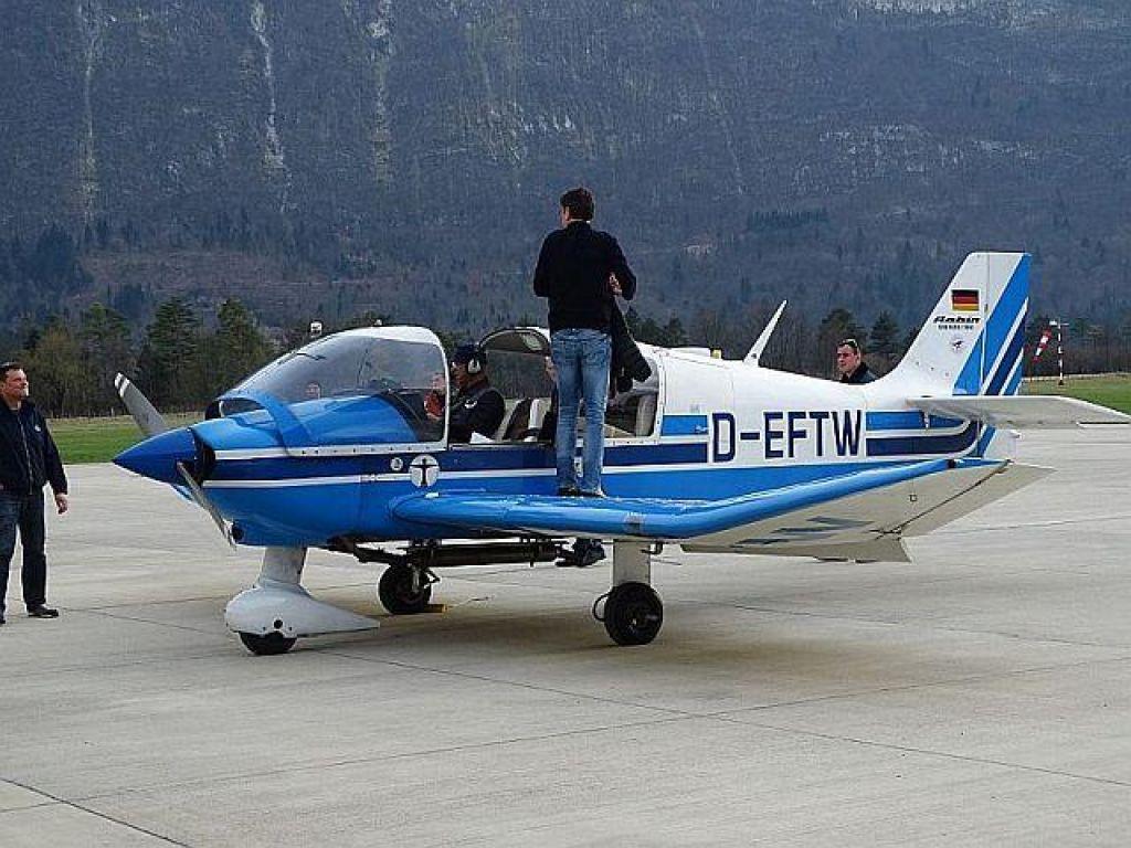 Pilotka jadralnega letala se je pravočasno odklopila