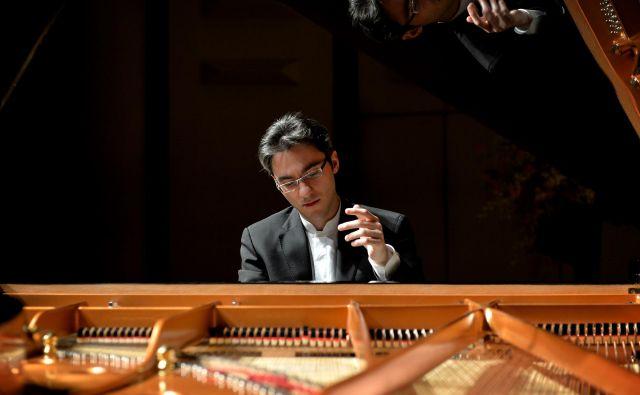 Pianist Aleksander Gadžijev je z orkestrom debitiral že pri devetih letih. Foto Internet