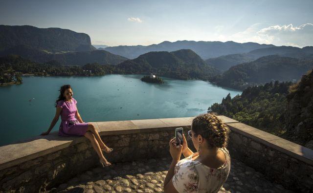 Obiskovalci osupnejo, ko zagledajo alpski biser. FOTO: Voranc Vogel
