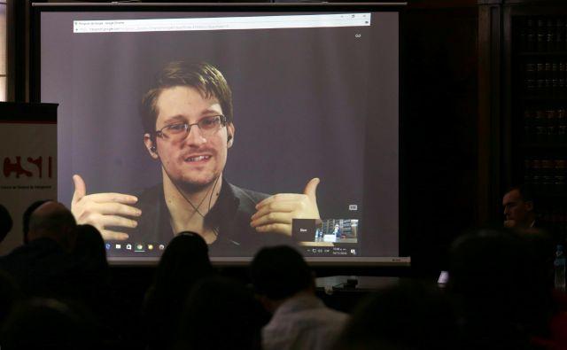 Snowden v Rusiji živi v običajnem stanovanju s prijateljico Lindsay. FOTO: Marcos Brindicci/Reuters