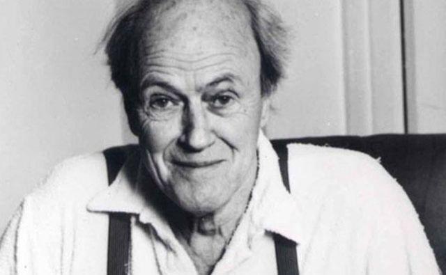 Med Dahlovimi knjigami je najbolj znana Čarli in tovarna čokolade, ki je večkrat dobila tudi filmsko podobo, režiser Tim Burton je za vlogo čudaškega čokoladarja izbral Johnnyja Deppa. FOTO: promocijsko gradivo