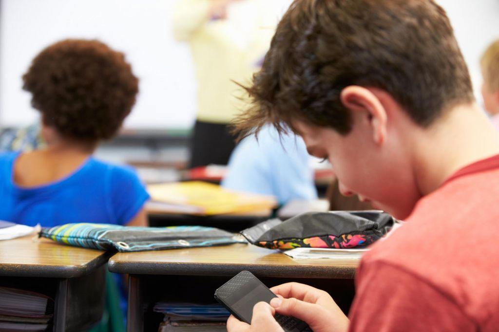 V francoskih šolah popolna prepoved uporabe mobilnih naprav