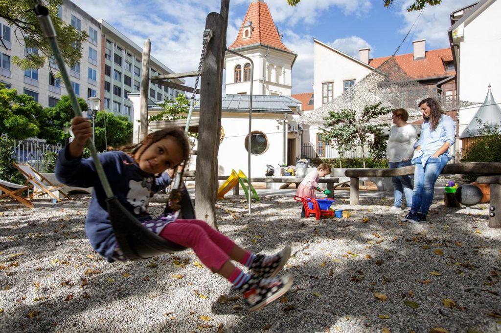 Konec brezplačnega otroškega igranja v Mali ulici