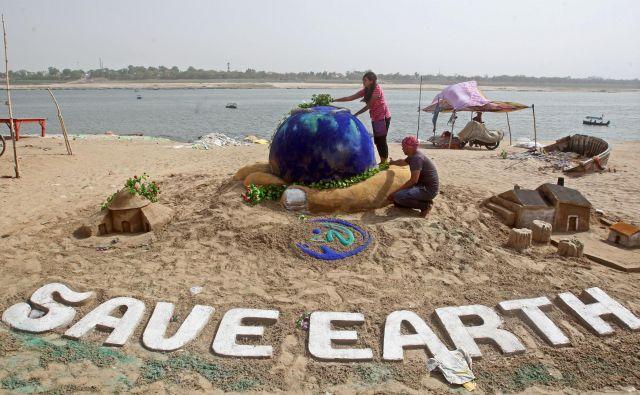 Ekološki dolg je simbol za opozarjanje, da je človeštvo preseglo meje planeta. FOTO: Reuters