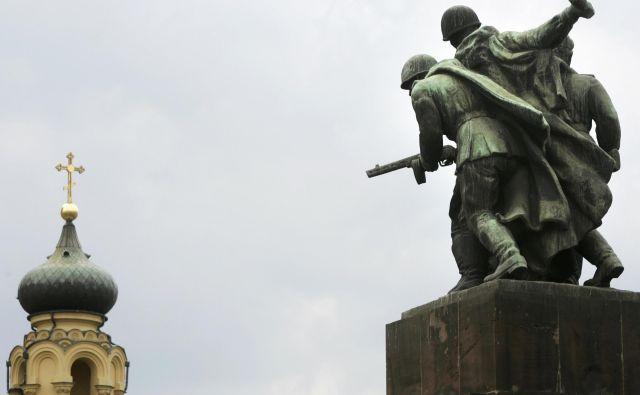 Spomenik borcem Rdeče armade, ki je v Varšavi stal še pred dobrimi desetimi leti.<br /> Foto Reuters