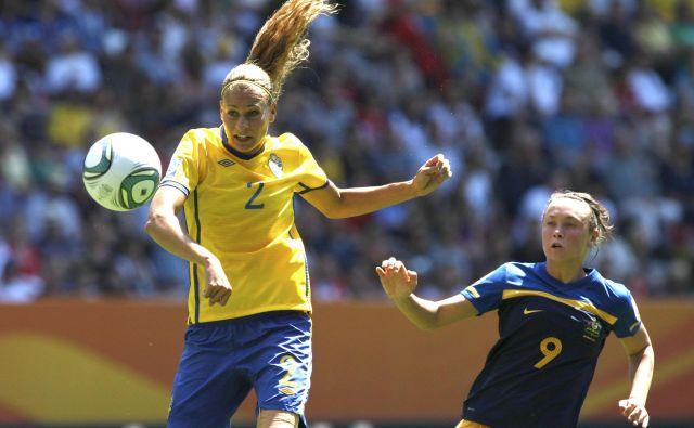 Ugotovili so, da je velikost poškodovanega belega tkiva pri nogometašicah petkrat večja kot pri nogometaših. FOTO: Reuters
