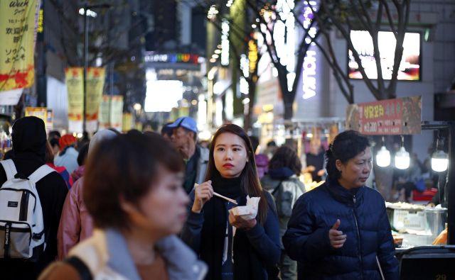 Od mlajše genervacije se v Južni Koreji pričakuje, da bo skrbela za ostarele starše. FOTO: Matej Družnik