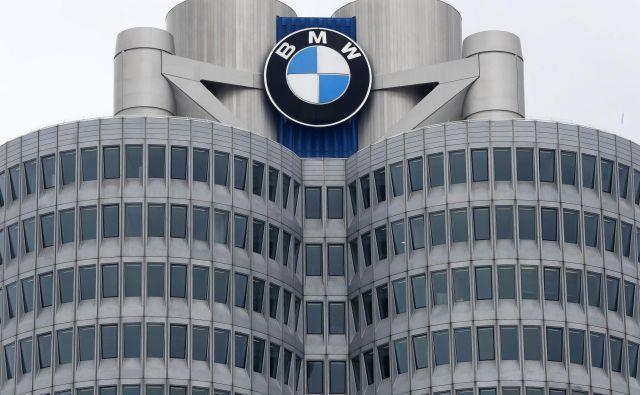 Bavarski BMW je v letošnjem drugem kvartalu zaslužil nekoliko manj kot lani, veliko so vlagali v razvoj. Foto Matthias Schrader Ap