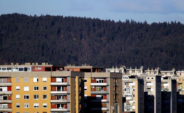 Od leta 2015 so se najbolj povišale cene nepremičnin v Ljubljani. Tudi zato se povečuje zanimanje za nakup nepremičnin v okolici prestolnice, prav tako pa tudi nakup zemljišč. FOTO: Roman Šipić/Delo