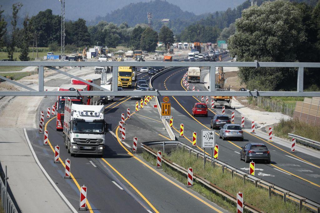 FOTO:Na eni strani jeza, na drugi odgovor: Cest ni mogoče obnavljati pozimi