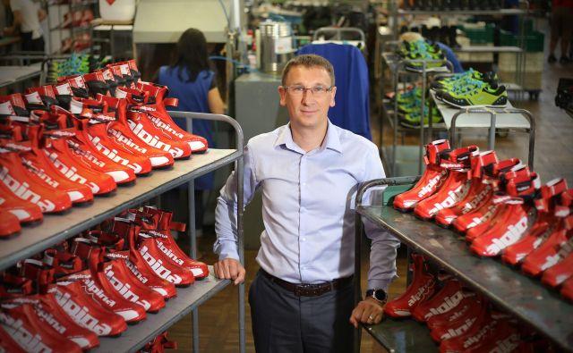 Bojan Gantar, direktor Alpine Žiri: Naša naloga ni, da se obremenjujemo z lastništvom, ampak da dobro delamo, dvigujemo vrednost podjetja in s tem odganjamo špekulante.« FOTO Leon Vidic