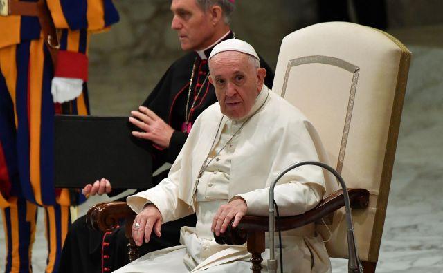 Papež je na podlagi poročila kongregacije za nauk vere 28. junija meniha izključil iz frančiškanskega reda. FOTO: Andreas Solaro/Afp