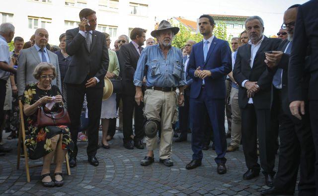 Prva dva kamna spomina na deportirane ljubljanske Jude sta z umetnikomGunterjem Demnigom položila predsednik države Borut Pahor in predsednik državnega zbora Matej Tonin Foto Jože Suhadolnik