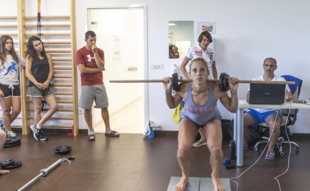 Smučarke smo obiskali na Inštitutu za medicino športa, kjer so opravljale testiranja. Ana Bucik pravi, da je v tem poletju kondicijsko trenirala kot nikoli prej. FOTO: Voranc Vogel/Delo
