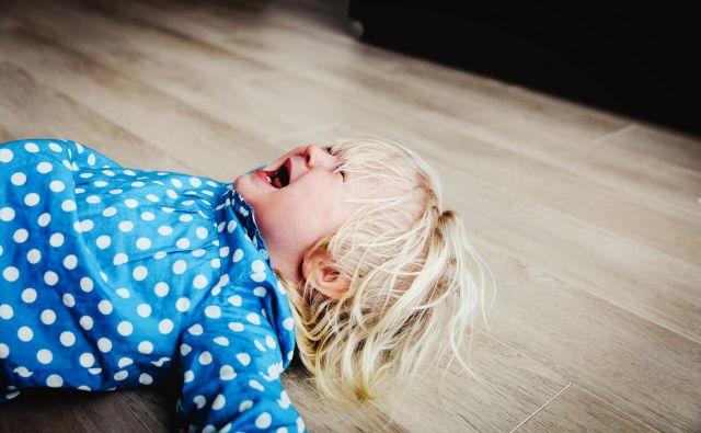 Moč otrokove trme in kljubovanja ne izhaja samo iz neuresničene želje, temveč v glavnem iz želje po tem, da bi starše prisilili, da jih imajo radi, ne pa da jih zavračajo. FOTO Getty Images/istockphoto