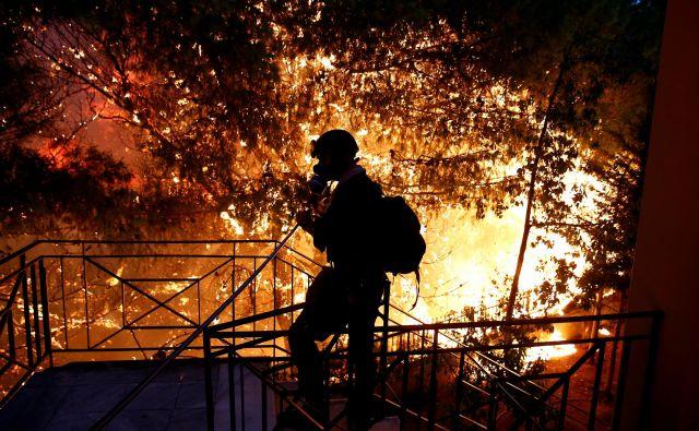 Velik problem je v obmorskih letoviščih, kjer so poseljeni deli tudi pogozdeni, kot pri požarih na Hrvaškem ali prejšnji mesec v Grčiji. FOTO: Reuters