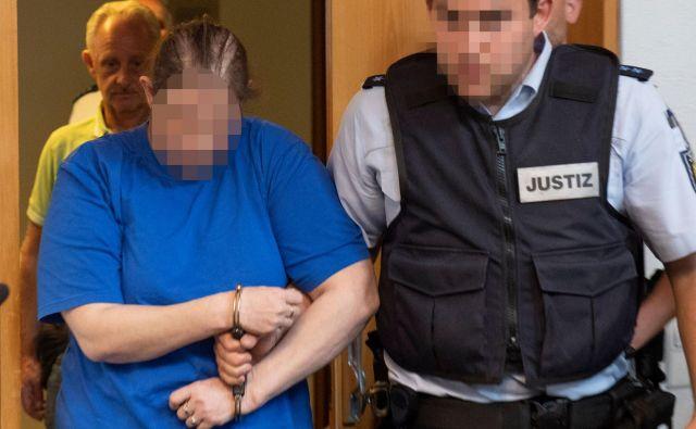 Dečkova mama je priznala zlorabe, a ni razkrila motiva. Strokovnjaki pravijo, da je pri tem primeru nenavadno ravno to, da je pri zlorabah sodelovala mama. FOTO: Thomas Kienzle/AFP