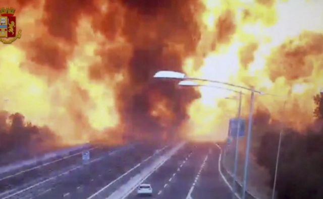 Po trčenju je nastal ognjeni pekel. FOTO: AP