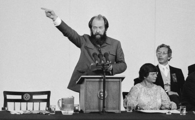 Aleksander Solženicin je bil do govora na Harvardu leta 1978 eden najbolj spoštovanih avtorjev, zatem pa so ga razglasili za sovražnika Zahoda. FOTO: Reuters