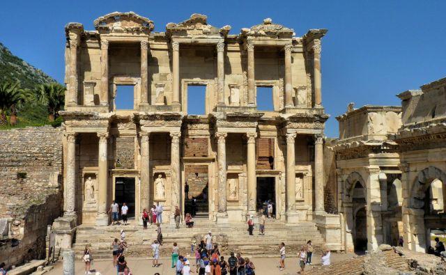 Odločilna za razkritje funkcije starorimske knjižnice v Kölnu je bila primerjava s Celzovo knjižnico v Efezu, ob knjižnicah v Aleksandriji in Pergamonu najpomembnejšo v starem veku. Foto wikipedija