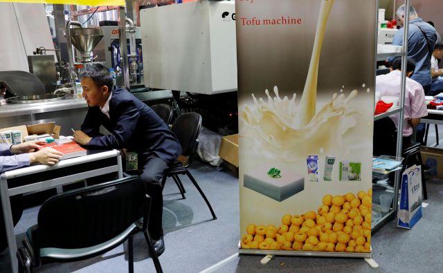 Sojino mleko ni več nišni izdelek, stroje za predelavo predstavljajo na vseh pomembnih industrijskih sejmih, tudi na Kitajskem. FOTO: Reuters