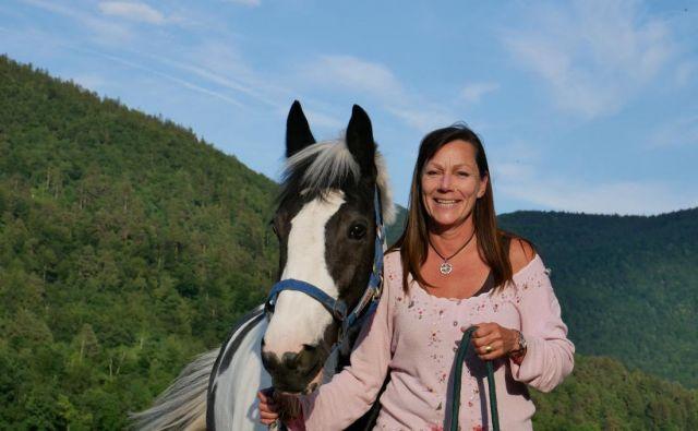 Prisega na terapijo s konji. Foto Janik Kržič