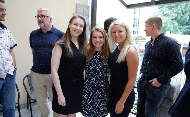 Lacey Viano (prva z desne) je v Sloveniji navezala veliko kontaktov, ki ji bodo morda pomagali pri iskanju zaposlitve. FOTO: arhiv USZS