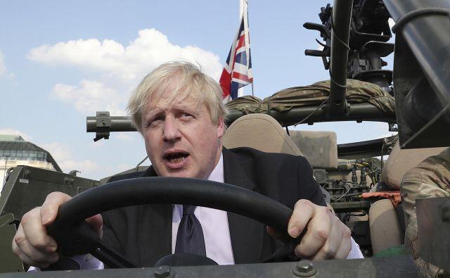 Nekdanji britanski zunanji minister Boris Johnson se ne namerava opravičiti za sporne izjave. FOTO: AP