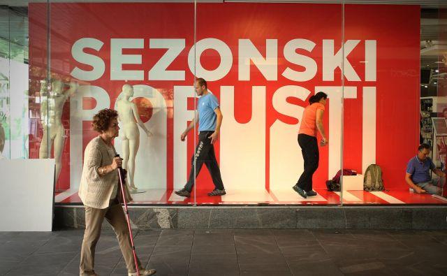 Odzivnost na spreminjajoče se modne smernice in ažurnost ponudbe v trgovinah sta ključni za poslovno uspešnost in rast. FOTO: Jure Eržen