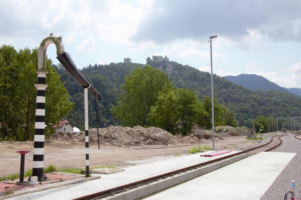 Železniški denar za čiščenje onesnažene zemlje