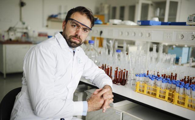 Borut Čeh, direktor podjetja Labena, poudarja, da so samo letos zgradili štiri laboratorije, ki so zaradi količine naročil za analize že vsi polno zasedeni za leto in pol naprej. FOTO: Uroš Hočevar/Delo