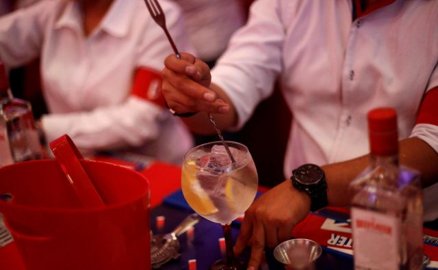 tekmovanje na svetovni dan džintonika. FOTO: Edgard Garrido/Reuters