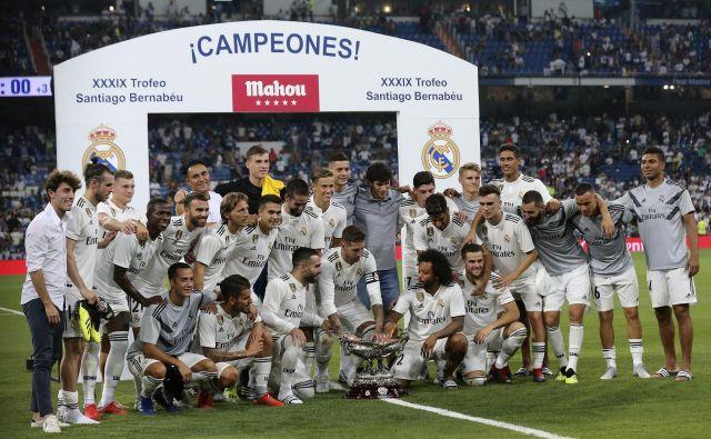 Realovi nogometaši so na zadnji pripravljalni tekmi ugnali Milan s 3:1. Madridska javnost je s prikazanimi igrami med poletjem precej zadovoljna. FOTO: AP