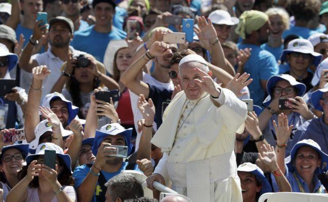 Srečanje v Rimu je del priprav na jesensko škofovsko sinodo o mladini. FOTO: Andrew Medichini/AP