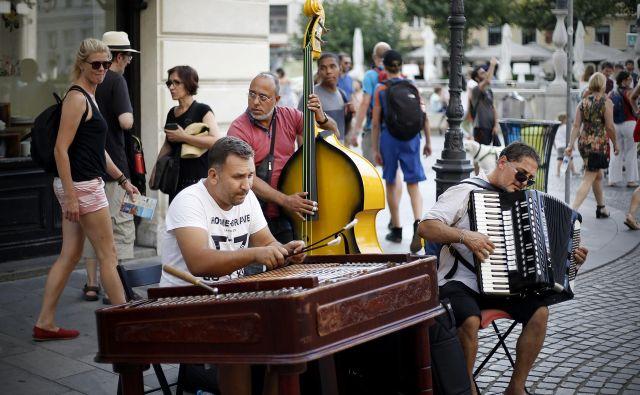 Trio iz Romunije v Ljubljani igra, ker se tukaj dobro počuti. FOTO: Bla�ž Samec