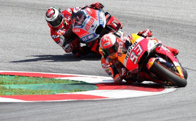 Marc Marquez je vodil večji del dirke, vendar ga je na koncu prenagal Jorge Lorenzo.