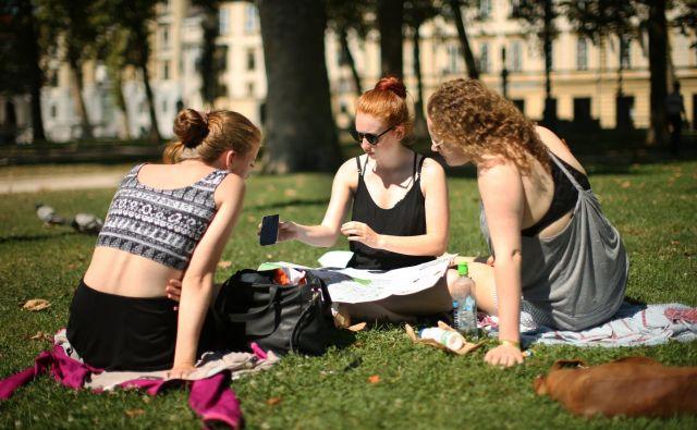 Ponižujoče je, da je položaj mladih v Sloveniji odvisen od vsakokratne politike. FOTO: Jure Erzen