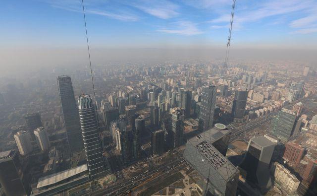 Hitreje ko bo izginjal smog nad kitajskimi velemesti, bolj bo zaskrbljena naftna industrija. China Stringer Network /Reuters