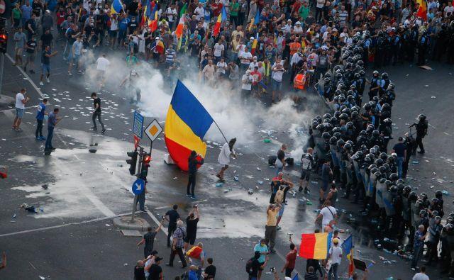 Opozicija je zaradi nasilja na protestih danes zahtevala odstop notranje ministrice Carmen Dan in vodstva policije. FOTO: Inquam Photos Reuters