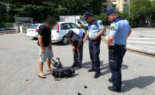 Odzivni policisti so bili takoj na kraju napada, kjer so jim pomagali tudi očividci, ki so si zapomnili registrsko številko. FOTO: Blaž Močnik
