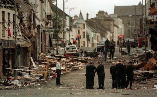 Posledice uničenja, ki ga je v Omaghu pred 20 leti povzročila eksplozija avtomobilske bombe. FOTO: Reuters