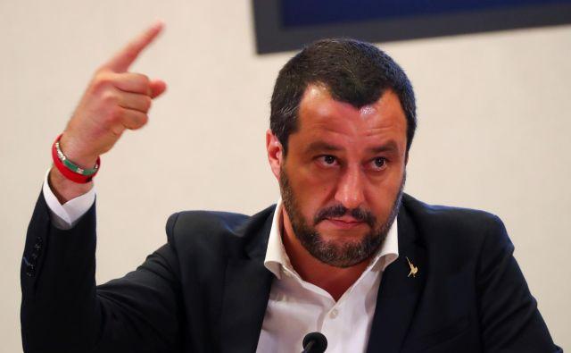 Medtem ko Matteo Salvini z izjavami šokira evropsko javnost, mu Italijani ploskajo. FOTO: Reuters
