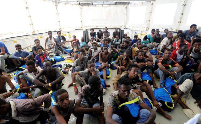 Med 141 rešenimi pribežniki na krovu Aquariusa je 67 mladoletnikov brez spremstva. Foto Reuters