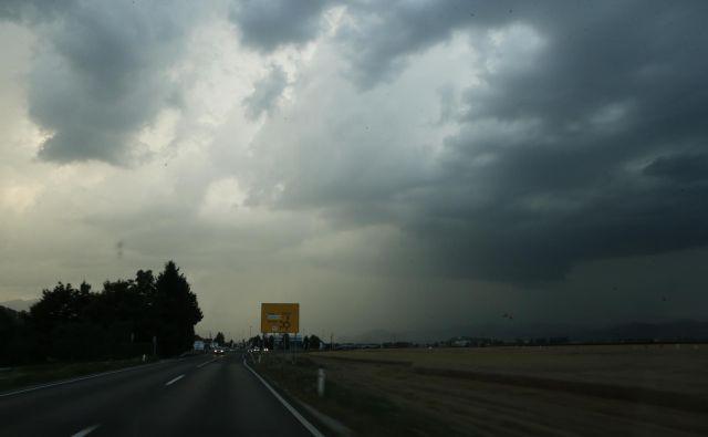 Nevihte s točo lahko ogrozijo Slovenijo zvečer. FOTO: Uroš Hočevar