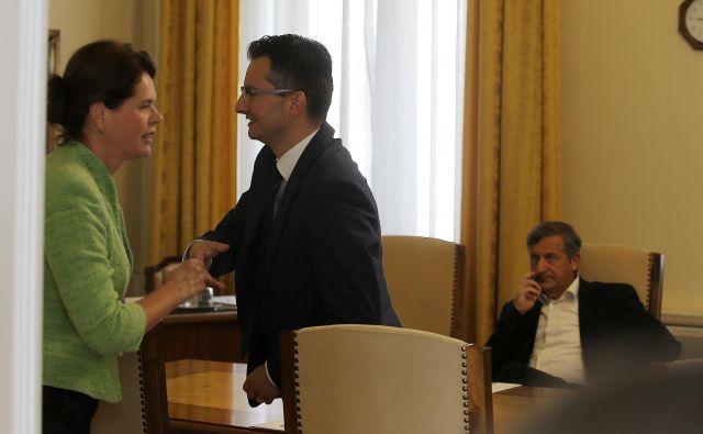 Alenka Bratušek in Karl Erjavec na sestanku pri Marjanu Šarcu FOTO: Jože Suhadolnik